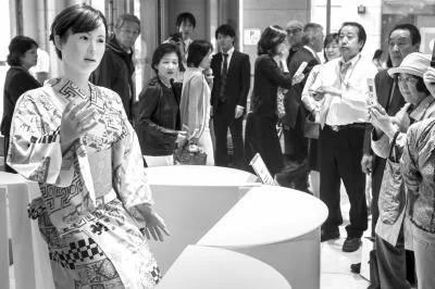 """机器人在日本 老龄化时代的""""第四种人"""""""