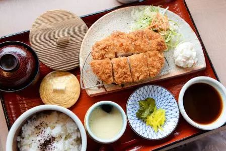 """我们熟悉的日料""""炸猪排""""的传奇历史是怎样的?   日本历史"""